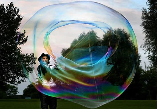 Bubble Man for hire. Book our children's performer for shopping centre events in London & the UK.