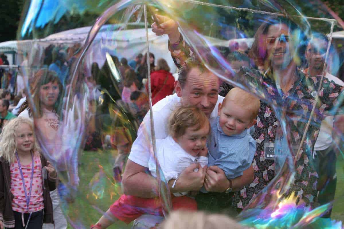 Family fun day entertainment for hire. Book The Bubble Man for children's events in the UK & London.