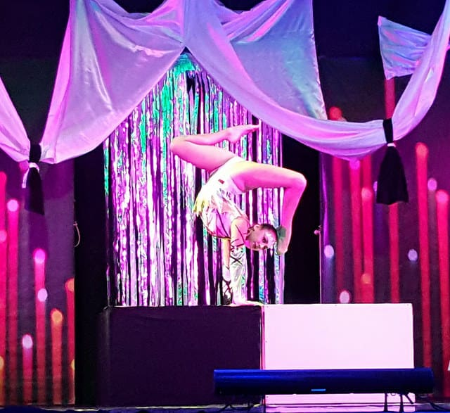 Circus contortionist for events. Book our live acrobatic contortionist for corporate events & award ceremonies in the UK & Italy.
