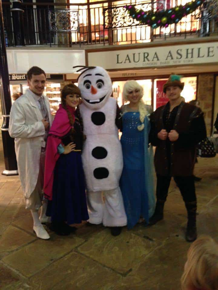 Disney-themed walkabout characters for hire. Our Queen Elsa & Princess Anna walkabouts are available to book for Disney-themed parties in London & the UK.