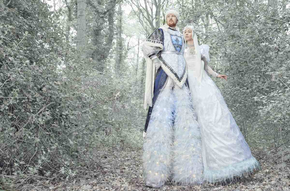 Ice King & Queen Stilt Walkers for hire. Our Christmas-themed stilt walkers are available to book for Winter Wonderland-themed events, corporate functions or bespoke events in London & the UK.