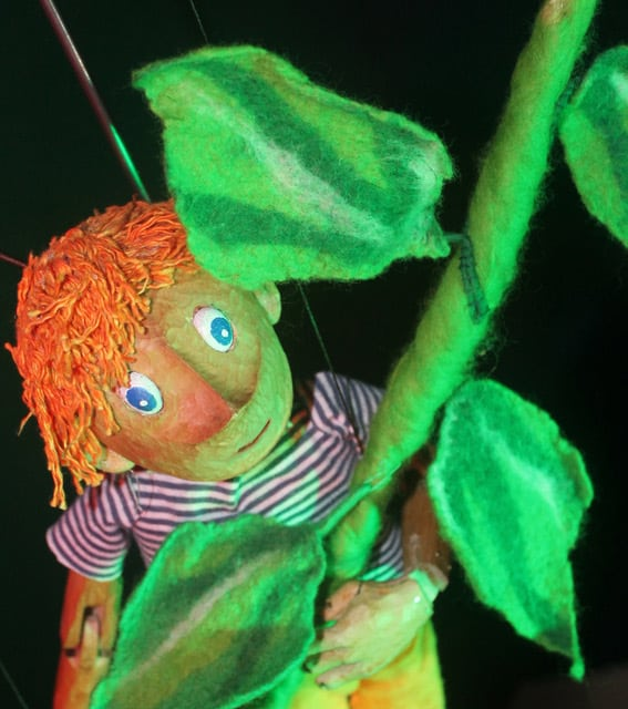 Jack & the Chatty Beans Puppet Show for hire. Our children's puppet show is available to book for children's events, Easter events or picnic events in London & the UK.