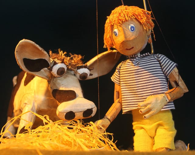 Children's puppet show for hire. Book Jack & the Chatty Beans Puppet Show for Easter events in the UK & London.