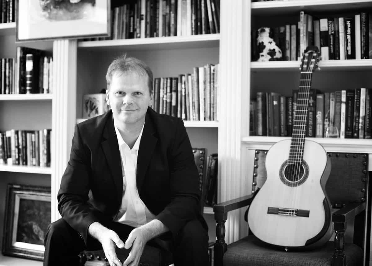UK-based classical guitarist available to hire for corporate events.