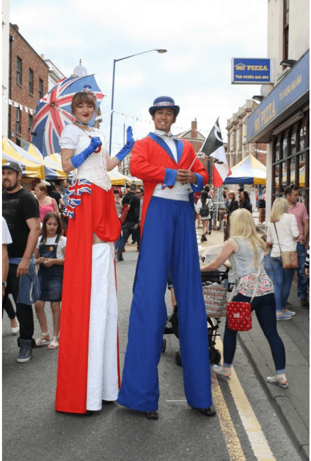 British-themed stilt walkers for hire. Book our Noble Union Jack stilt walkers for picnic events in the UK & London.