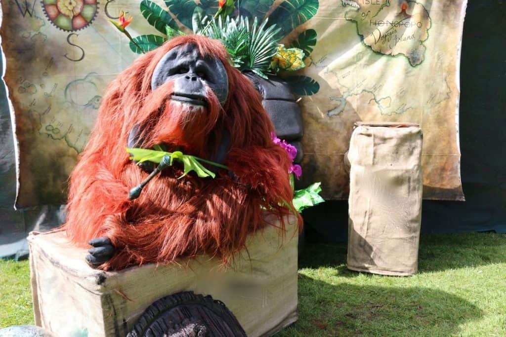 Animondium for hire. Our animal walkabout acts are available to book for children's events in London & the UK.