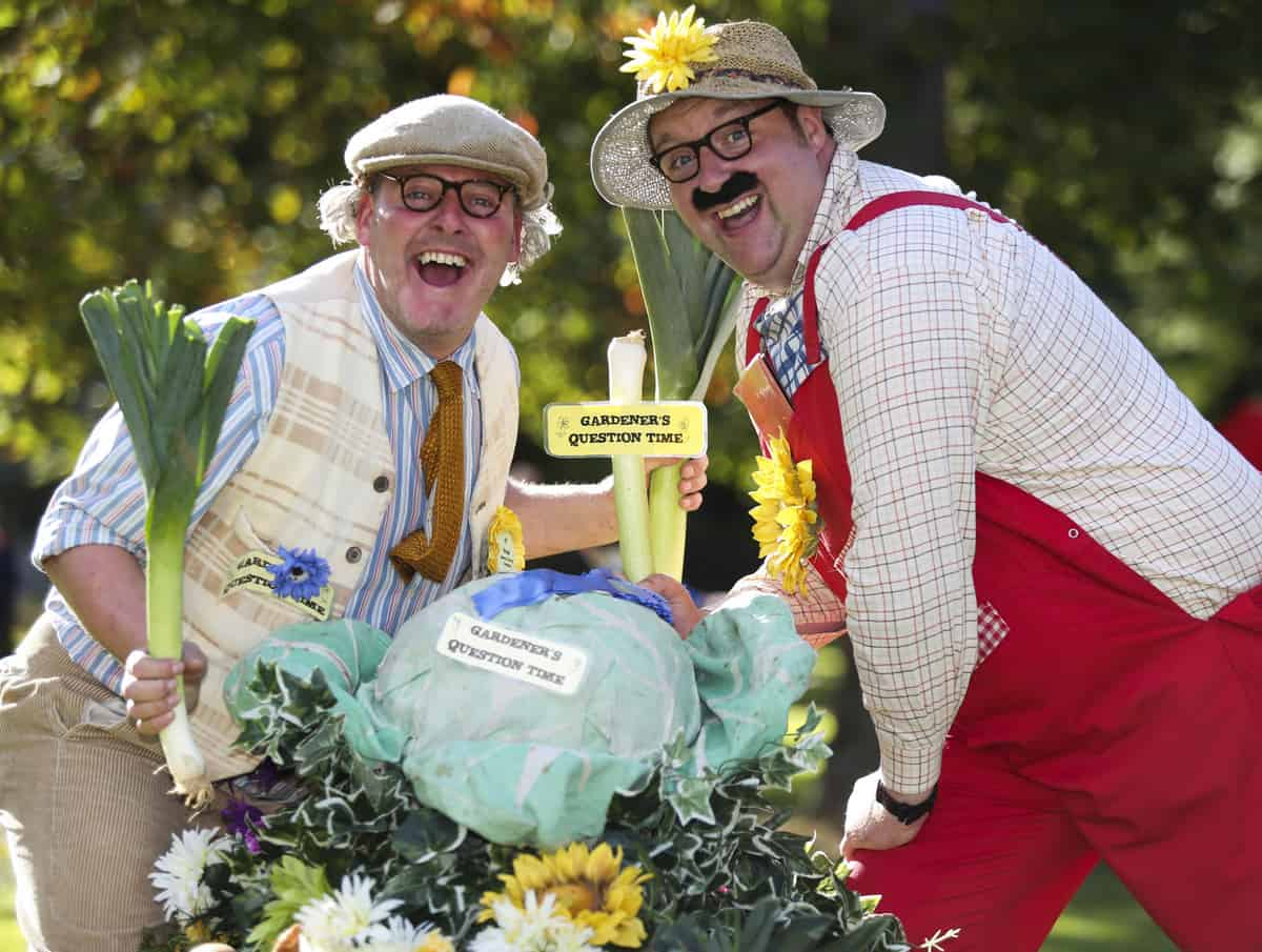 The Avid Gardeners for hire. Our Avid Gardeners street theatre show is available to book for eco-themed events, picnic events or family fun days in London & the UK.
