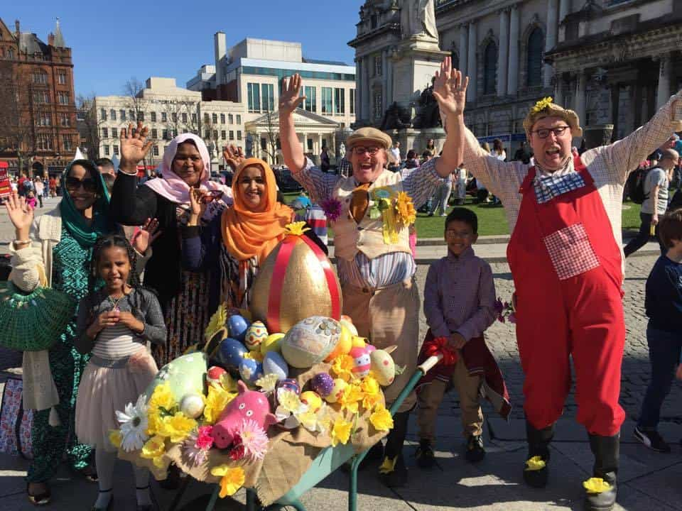Eco-themed street theatre for hire. Book The Avid Gardeners for picnic events in the UK & London.