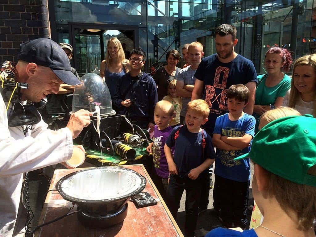 Interactive science show for hire. Book our children's science show for shopping centre events in the UK & London.