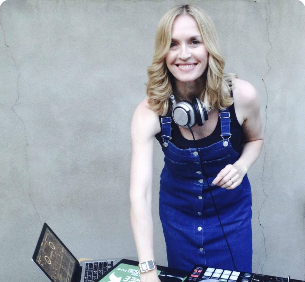 DJ for hire. Book DJ Jen for private parties in London & the UK.