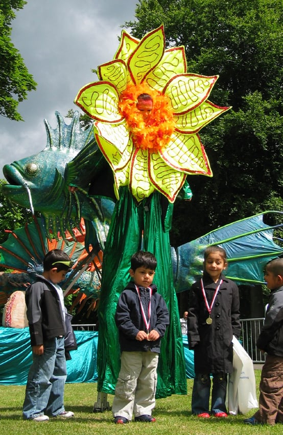 Floret the Sunflower for hire. Our sunflower stilt walker is available to book for eco-themed events in London & the UK.