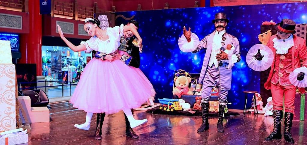 Hire our Family Christmas Show for Christmas Events in London and across the UK.