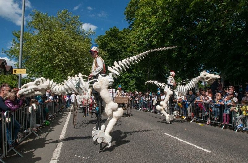 Walkabout dinosaurs for hire for weddings, parties, carnivals and more.