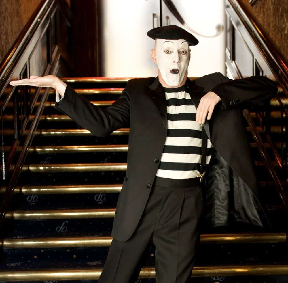 Traditional French mime artist for event hire in London and the UK