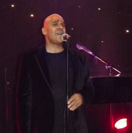 Solo singer for weddings and corporate event hire, London and the UK