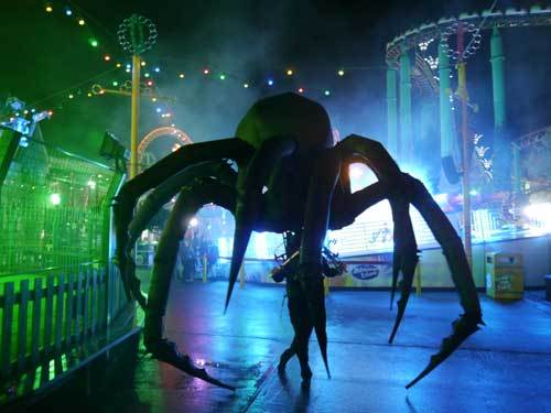 Hire spider act for Halloween themed events in London and the UK