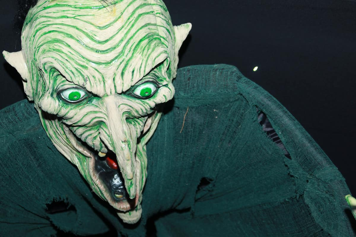 Scary entertainers available to book for corporate events in London and the UK