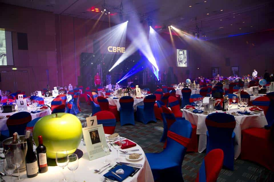 Blue and red tables for British themed events and Gala dinners in the UK.