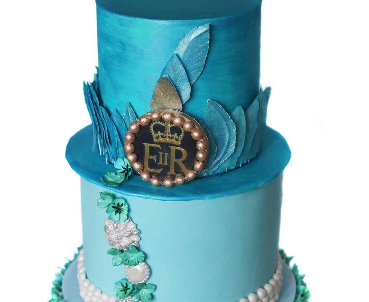 Bespoke wedding cakes for hire for weddings in the UK.