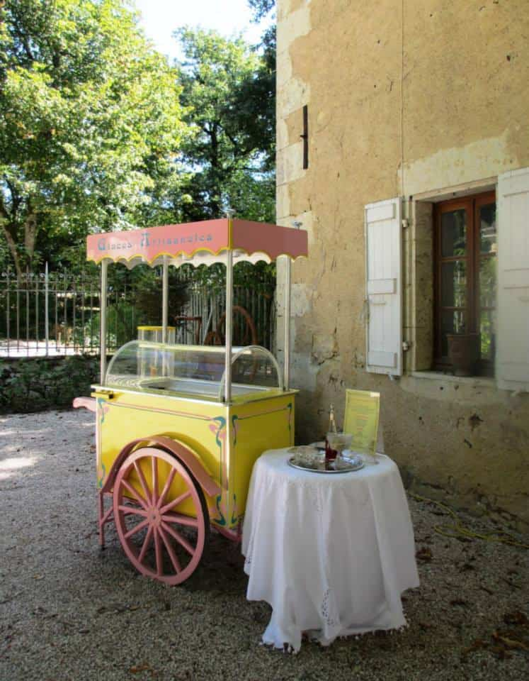 Mobile catering cart service