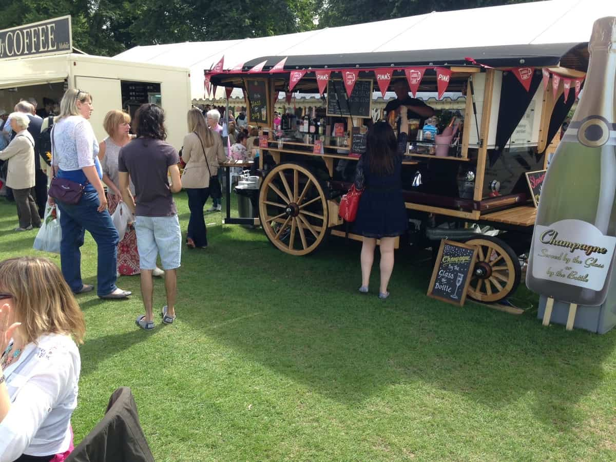Hire our mobile cocktail bar for your wedding in London & the UK.