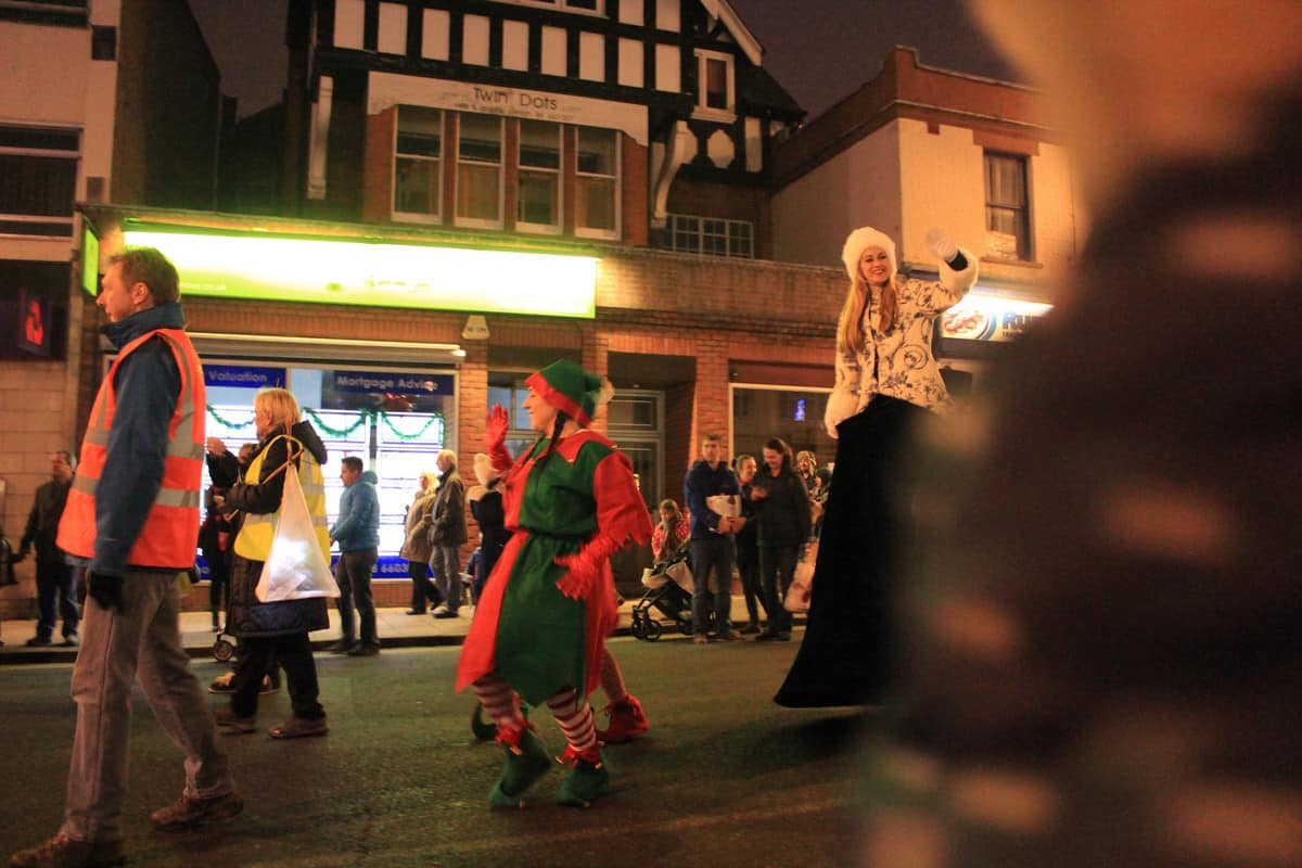 Street entertainment interacts with guests on the street