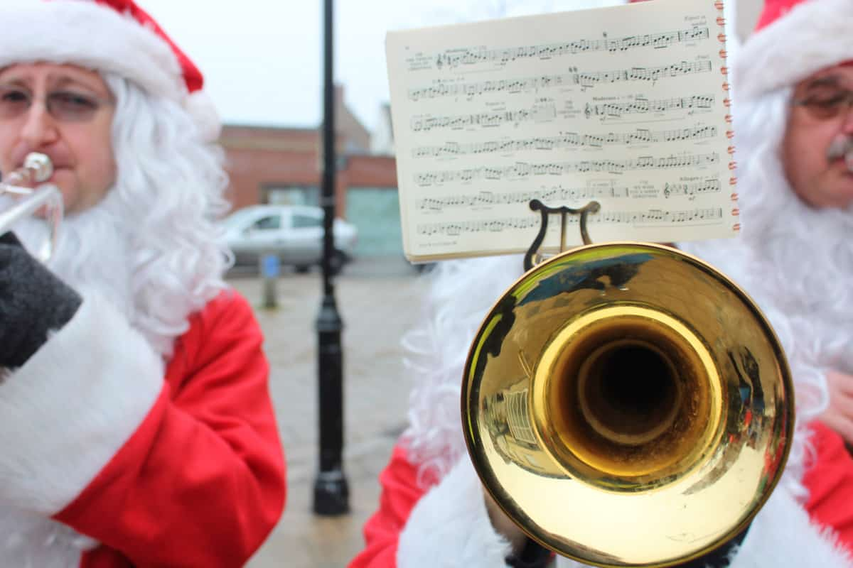 Our live entertainment using traditional Christmas music sheets