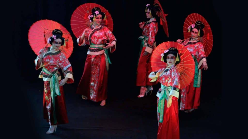 Geisha Girls available to hire for Chinese New Year entertainment in the UK.