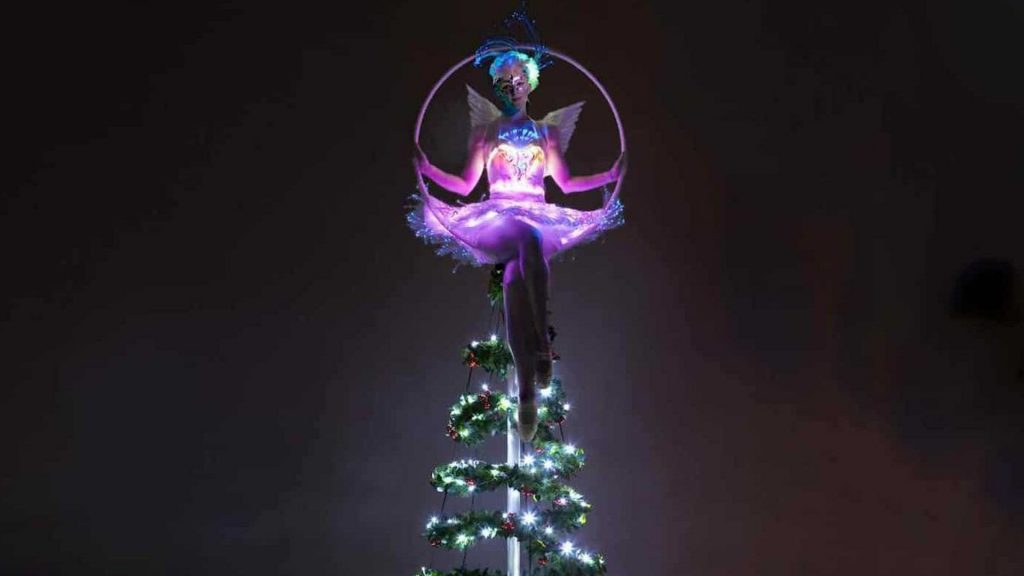 acrobat christmas acts available for hire for xmas and seasonal events across the uk