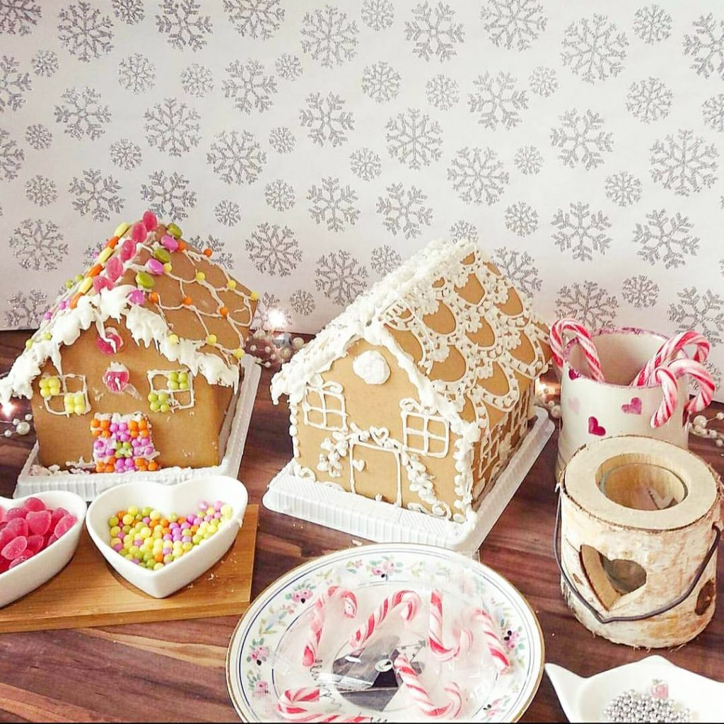 Virtual entertainment ideas gingerbread house decorating available to book for virtual Christmas parties and online experiences.