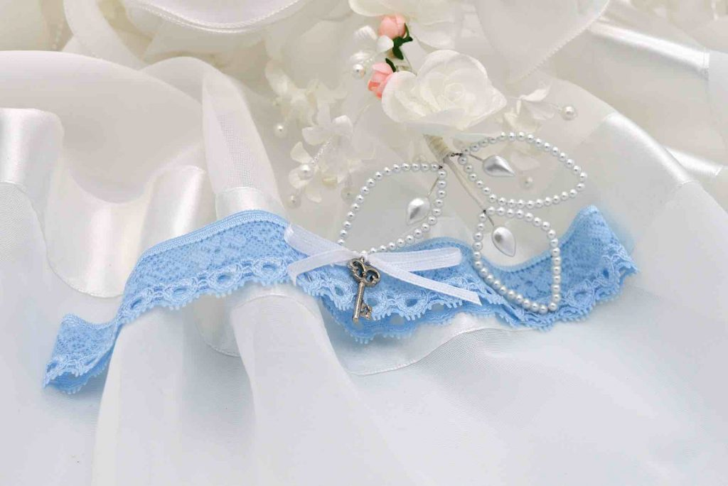 Online garter making workshop available to book for virtual hen parties and as a virtual crafting activity